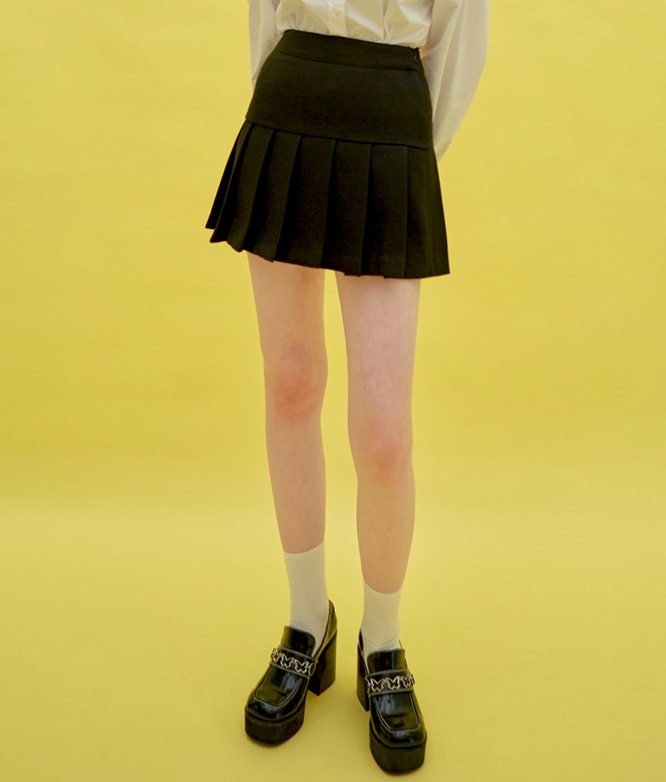Heart Pleats Logo Skirt (Black)